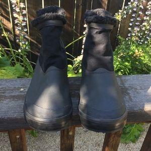 Keen Women's Elsa Chelsea Waterproof Boot 8
